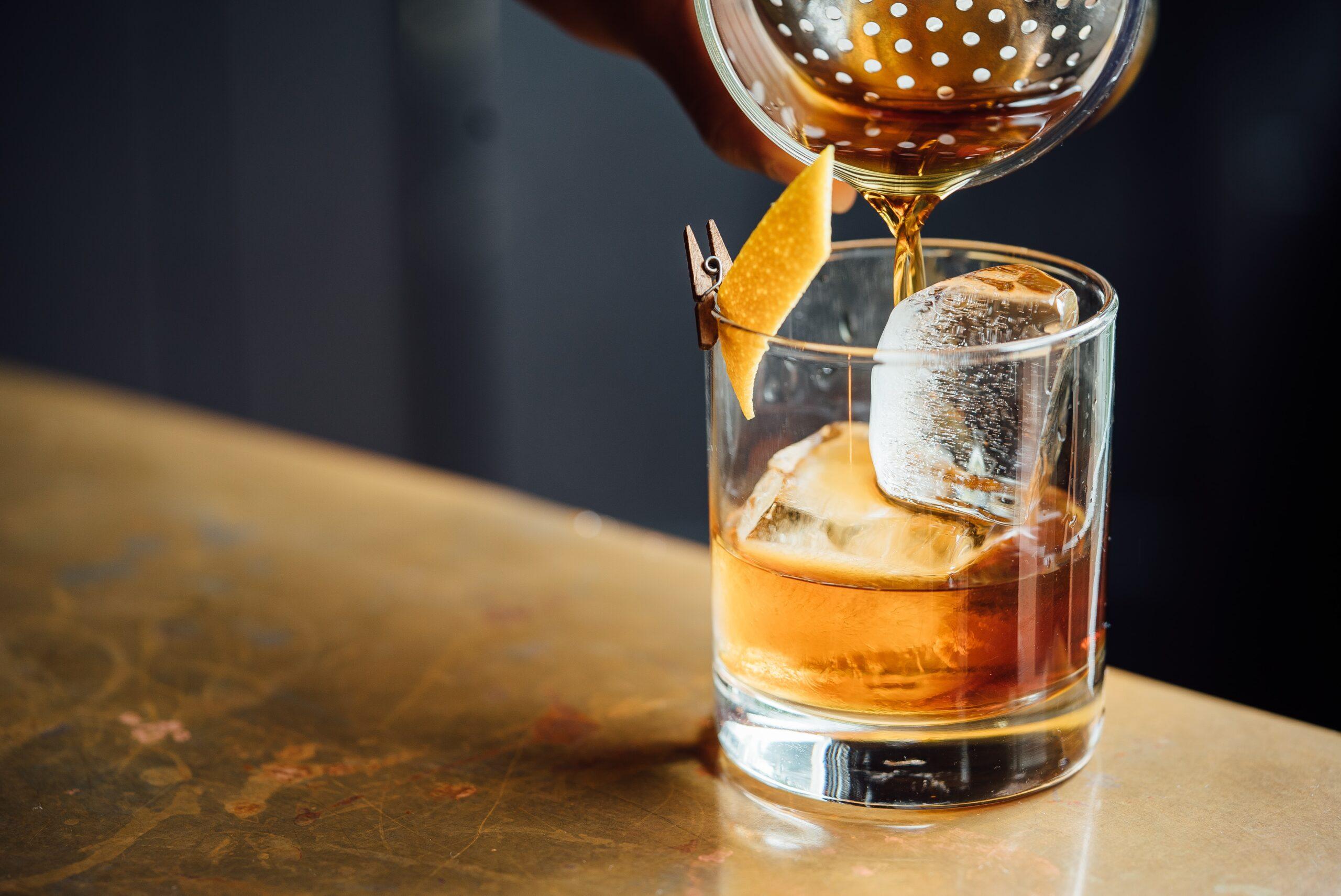 Vaso corto de whisky